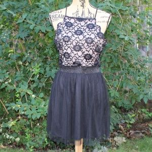 Dresses & Skirts - Cute Lace detailed dress